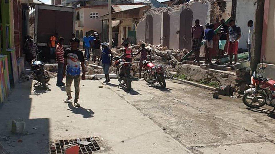 Haiti: si continua a scavare tra le macerie. In arrivo la tempesta tropicale Grace