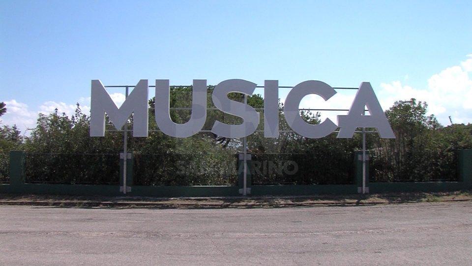 Calca e assembramenti: chiudono anche Musica e Villa delle Rose