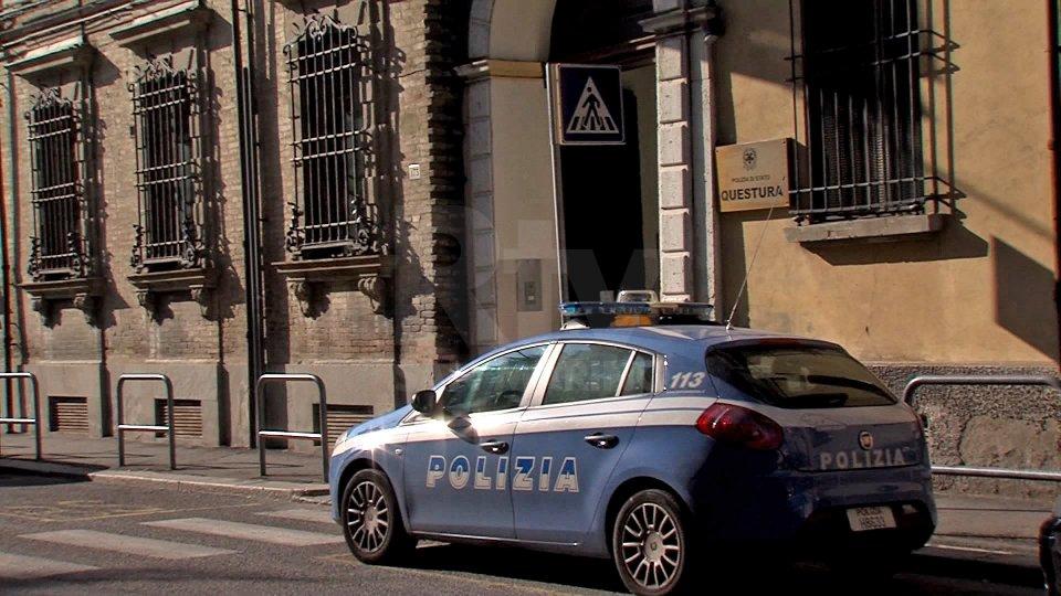 Cesena: tenta di strangolare la ex con un cappio e abusa di lei, arrestato 66enne