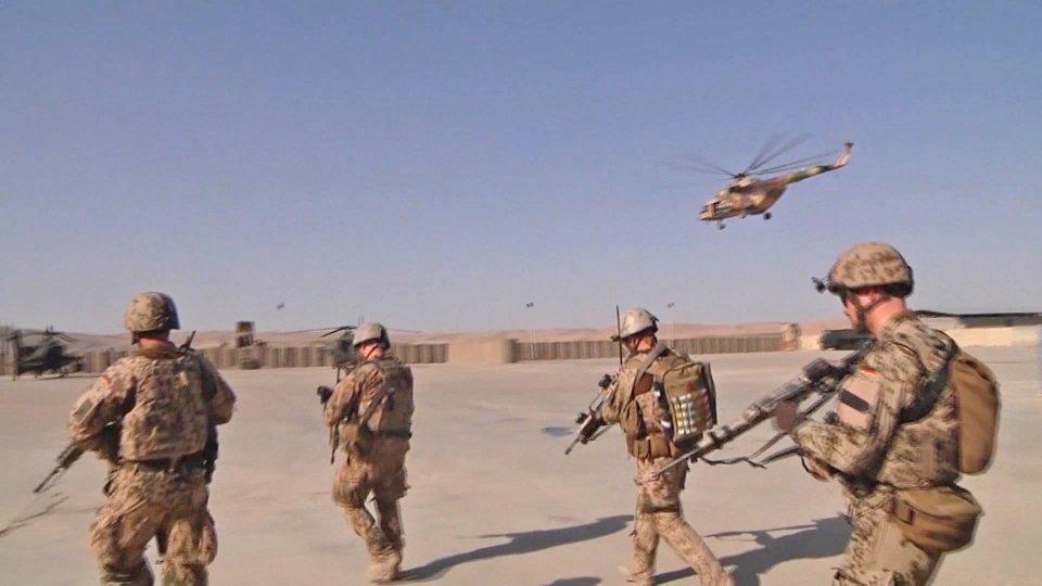 """L'ultimatum dei talebani: """"Fuori Usa e Gb dal Paese o reagiremo""""; l'Europa chiede a Biden di restare"""