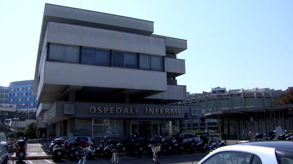 Rimini: al padre serve trasfusione, figlie irremovibili 'non da persone vaccinate'