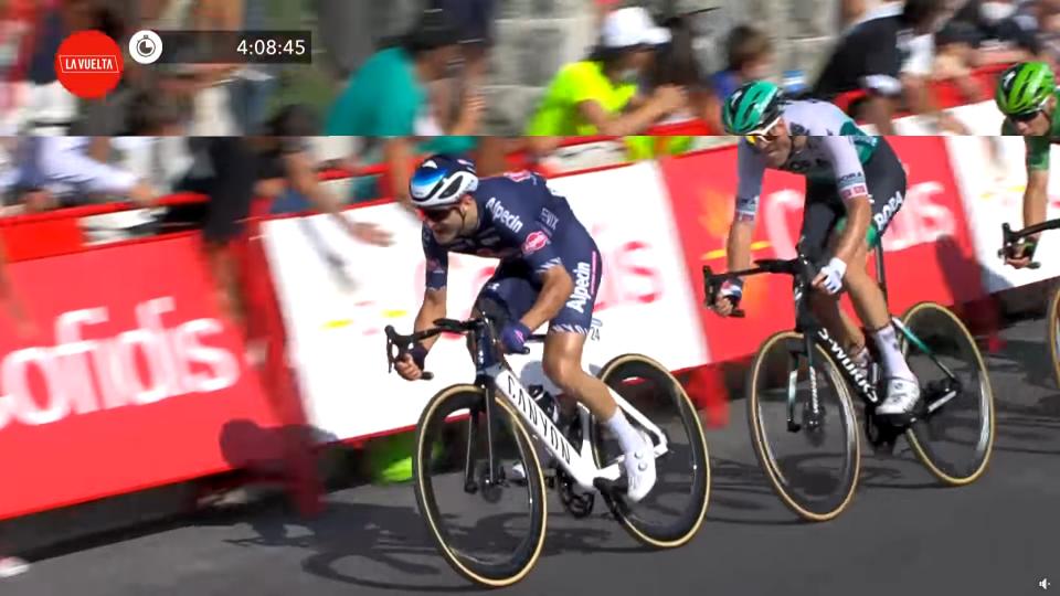 Vuelta, Jakobsen vince la sedicesima tappa