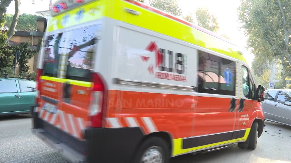 Un'ambulanza (foto archivio RTV)