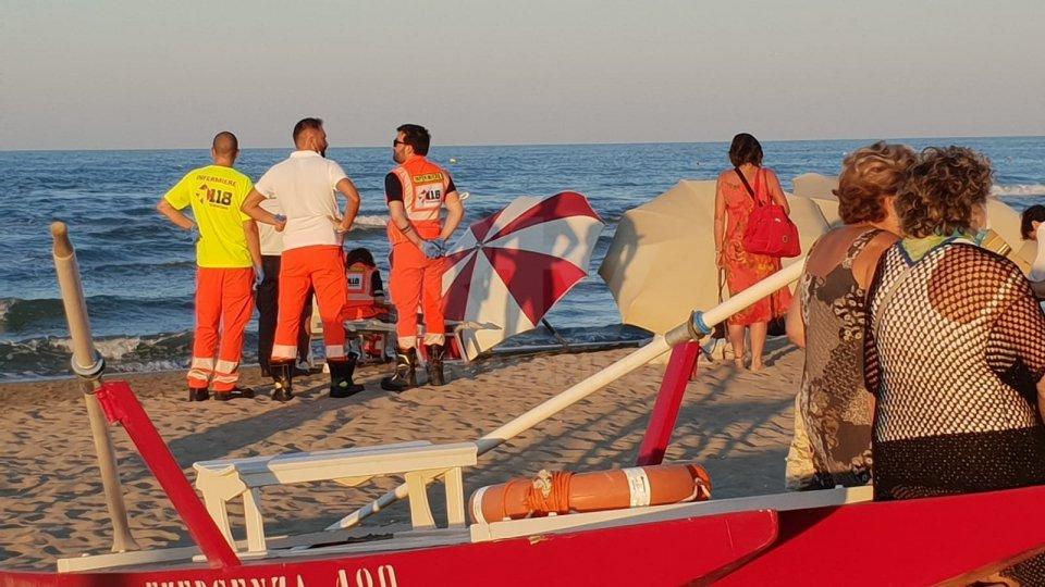 Rimini: si sente male in acqua, muore un 60enne al bagno 129