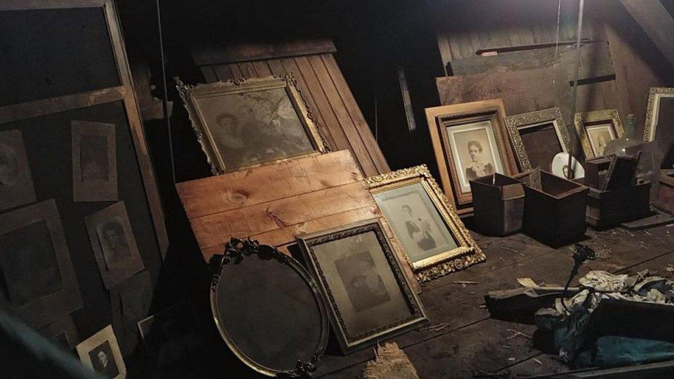 Compra una casa che nasconde un tesoro in soffitta