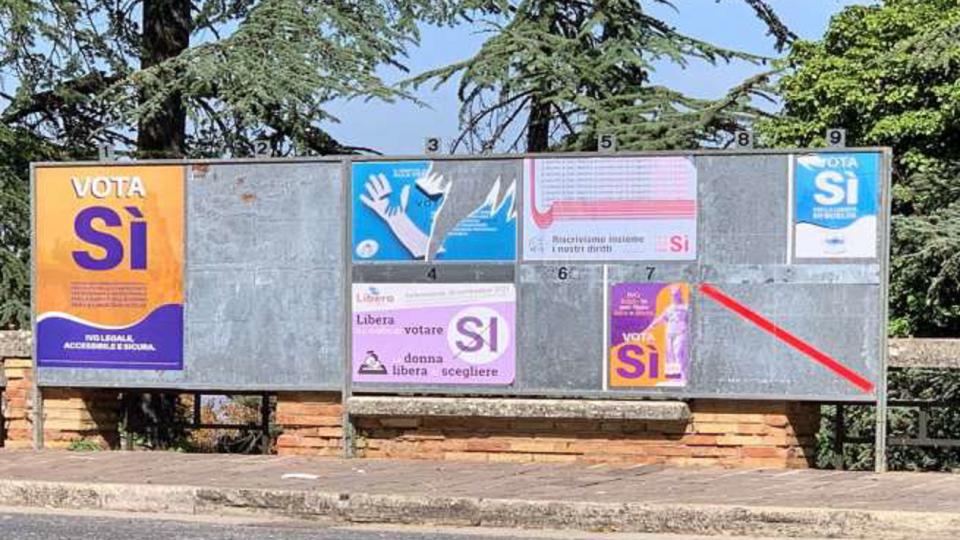 """Referendum ivg: strappati alcuni manifesti del comitato del """"no"""""""