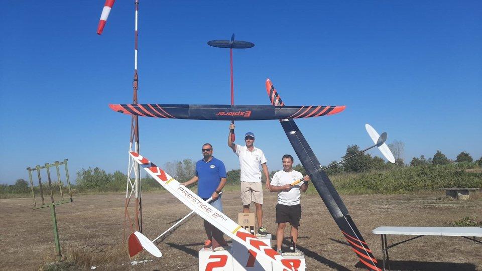 """Aerobatic Team: Coppa """"La Fenice"""" e campionato sammarinese, magnifica prestazione dei concorrenti biancoazzurri"""