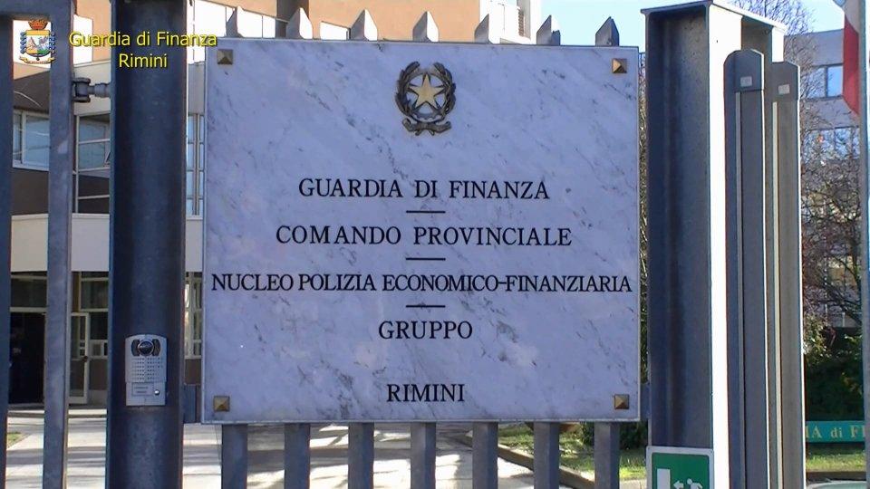 Droga: 7 chili di eroina nascosti in auto, arrestato a Rimini