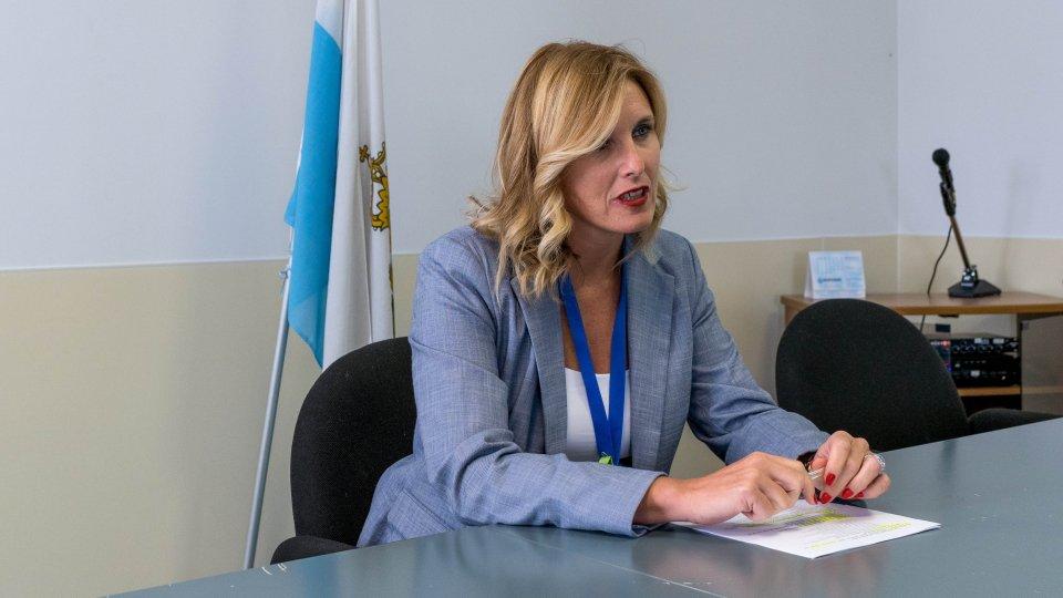 """Il DG Alessandra Bruschi: """"La campagna vaccinale ha ridato credibilità internazionale  a San Marino. Anche una piccola comunità se fa squadra ottiene grandi risultati"""""""