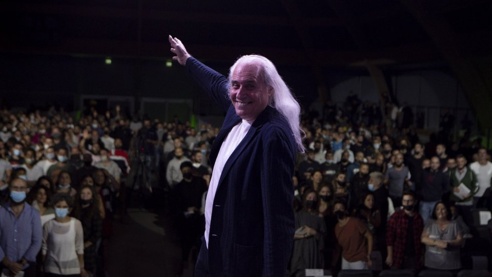 Franco Mussida insegna il valore della musica ai ragazzi di San Patrignano