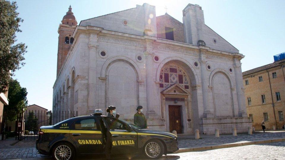 Sequestrati dalla GdF di Rimini beni e disponibilità finanziarie per oltre 56mila euro detenute sul Titano