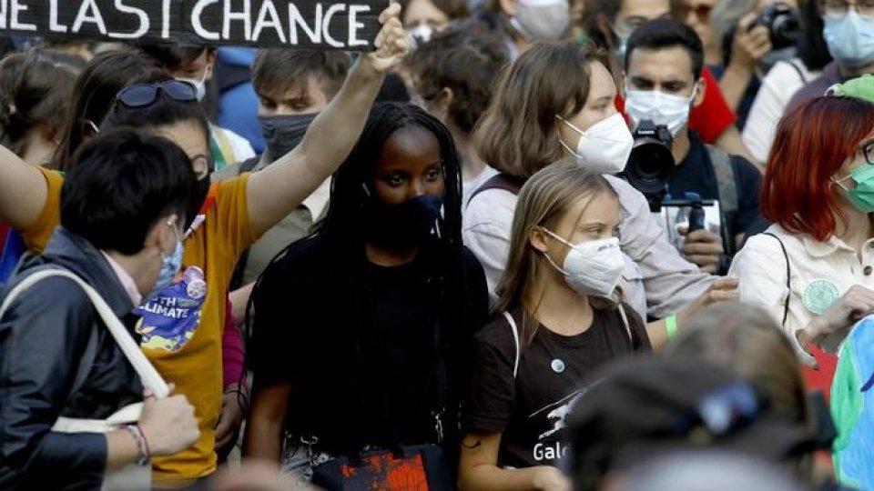 """Clima, in 50 mila alla manifestazione di Milano: """"we want climate justice"""""""