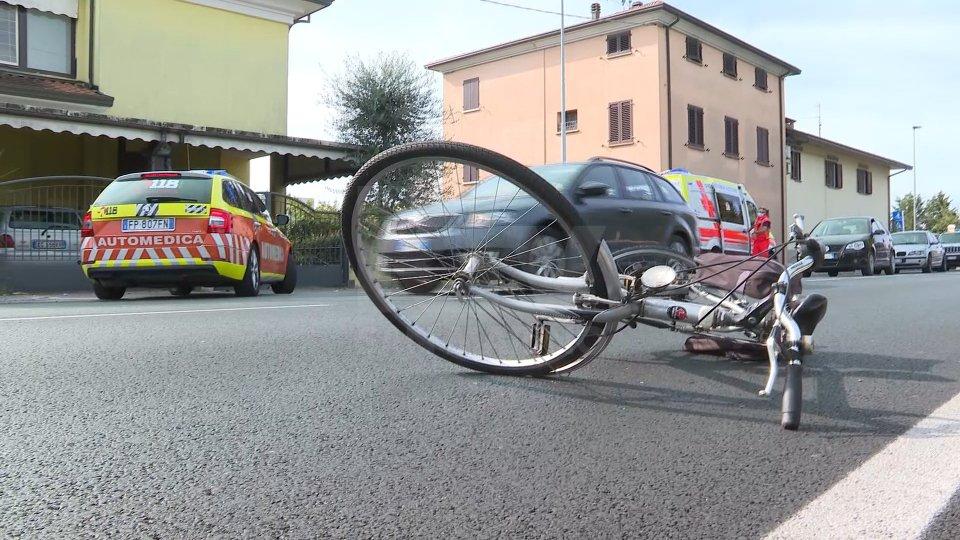 Rimini: causa incidente in bicicletta, poi scappa