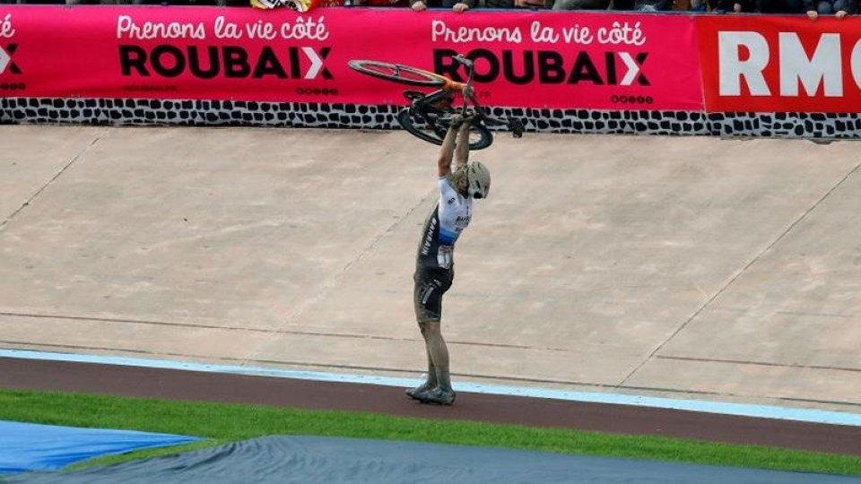 Sonny Colbrelli trionfa alla Parigi - Roubaix