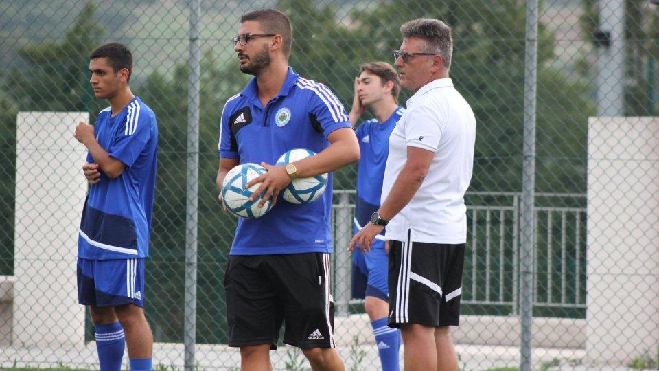 Matteo Selva (CT U19) con Roberto Osimani (CT San Marino) (copyright ©FSGC)