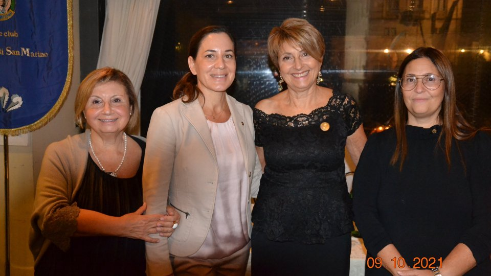 Conviviale Soroptimist 2021-2023: passaggio di consegne dalla Presidente Laura Rossi alla neo Presidente Maria Domenica Michelotti