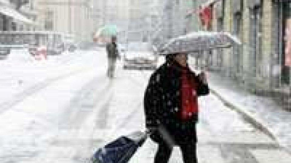 Maltempo: arriva la prima neve. Disperso surfista a Genova