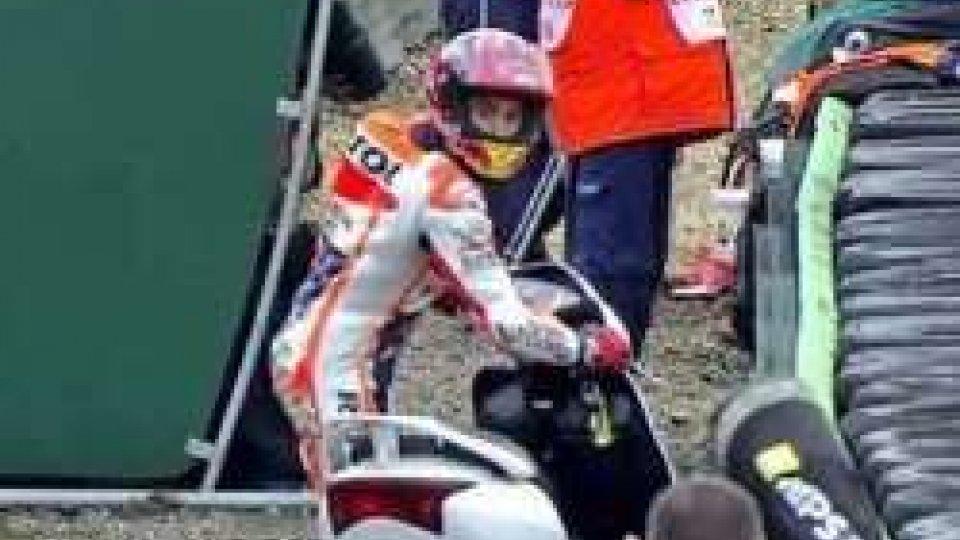 Fuga ai box con lo scooter di San Marino per Marquez