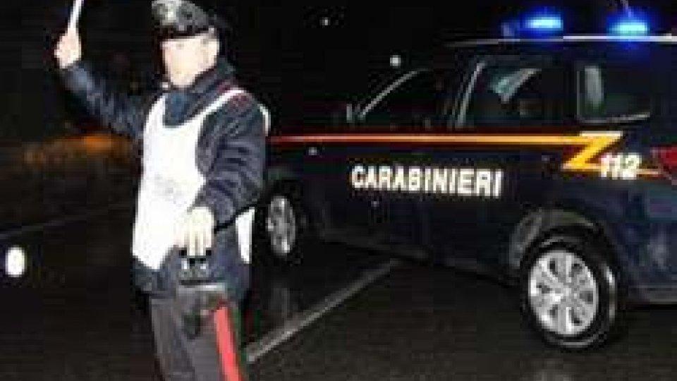Cattolica: tenta d'investire carabinieri per sfuggire all'etilometro