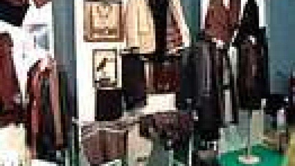 Ruba capi di abbigliamento: processata per direttissima