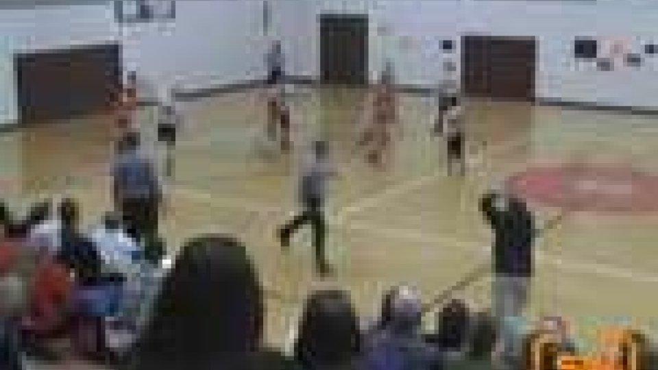 Basket. 12enne realizza canestro da metà campo e la sua squadra vince