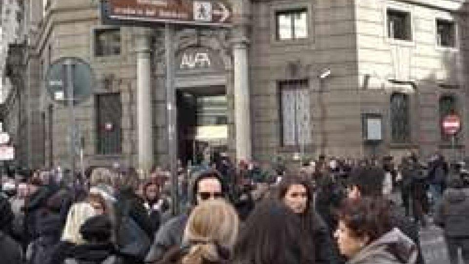 Terremoto, a Roma svuotate scuole e edifici pubblici: centinaia di persone in strada