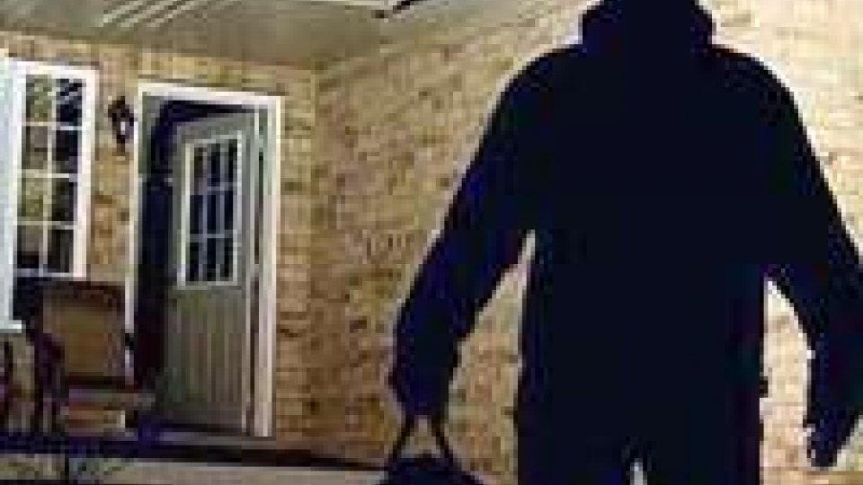 Forlì: rapina in villa, imbavagliata un'anziana.
