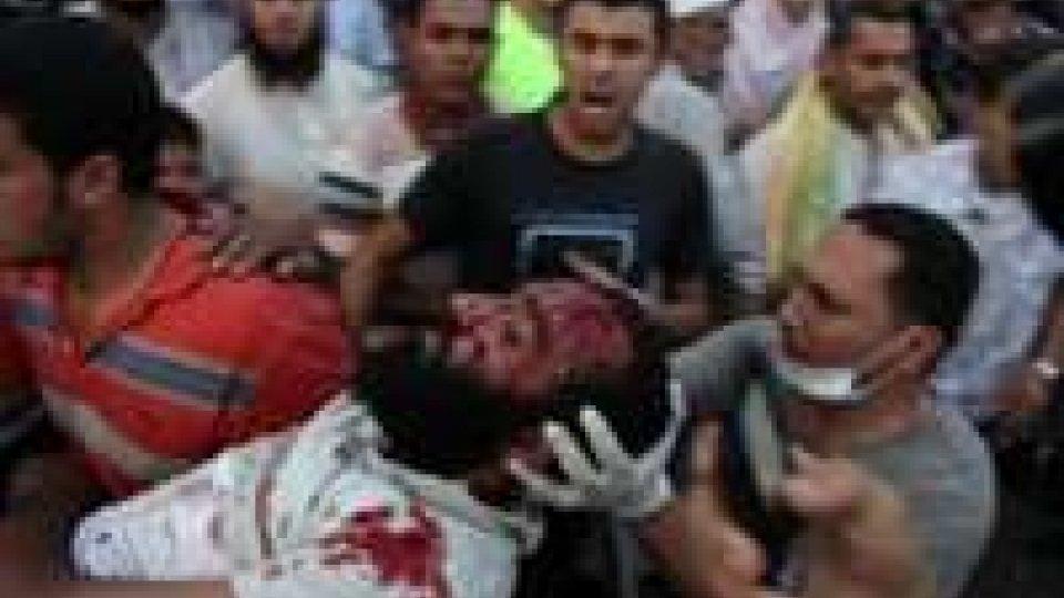Egitto, fuoco sui civili: 250 morti.
