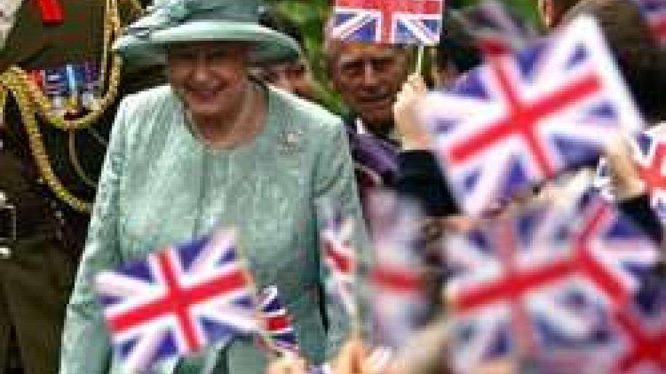 Gran Bretagna, il Daily Mail: scoperto piano Isis per uccidere la Regina