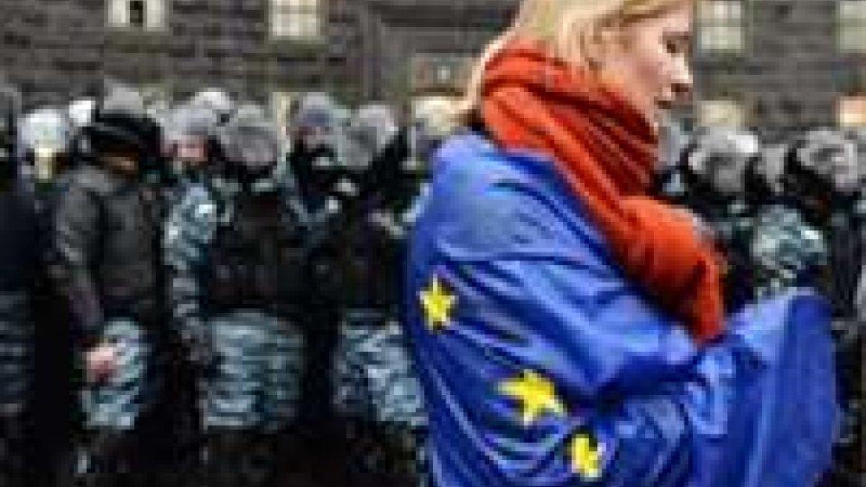Ucraina: premier, pronti a firma Ue se prima prestito 20 mld