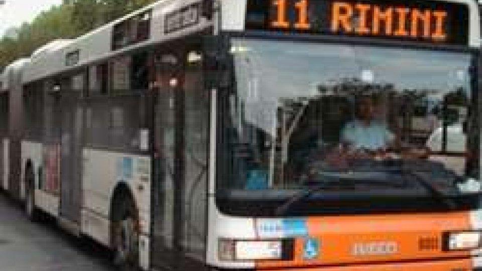 Rimini: molesta bambino sul bus e rischia linciaggio