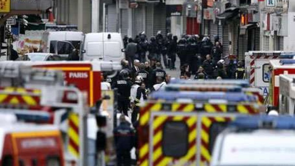 Foto AnsaParigi, blitz a Saint-Denis, attentatori puntavano alla Defense e all'aeroporto
