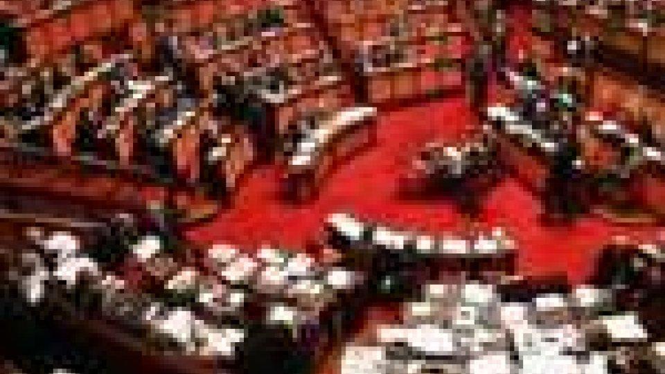 """Oggi il Senato vota la legge di stabilità. Berlusconi """"lancia"""" Dini, che declina"""