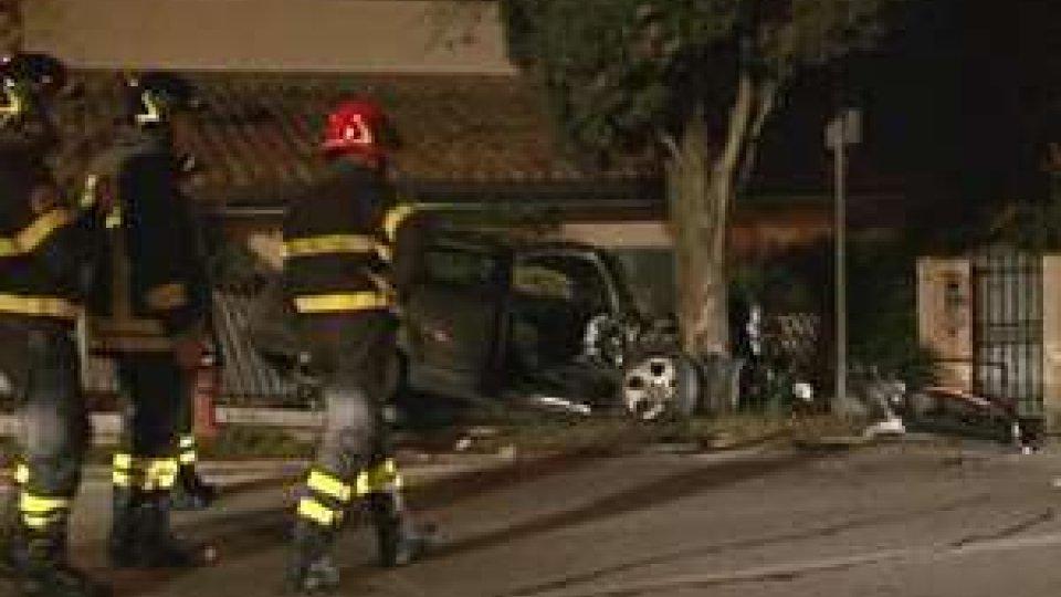 Audi si schianta contro un albero: sfiorata la tragedia stanotte a Santancargelo
