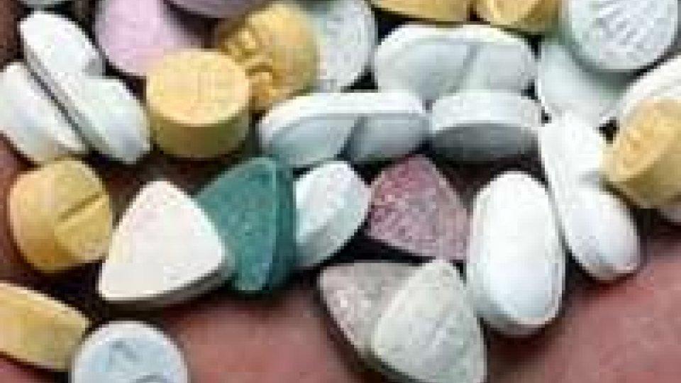 Ragazza 21enne prende ecstasy e si sente male, è grave