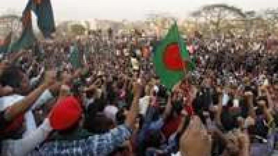 Bangladesh: 35 morti e centinaia di feriti nelle proteste