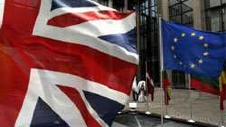 Fmi: con Brexit Gran Bretagna rischia recessione