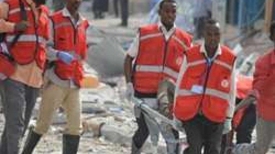 Somalia: attacco a hotel di Mogadiscio