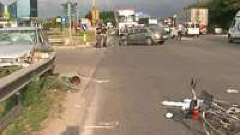 Grave incidente sulla consolare: cinque persone coinvolte