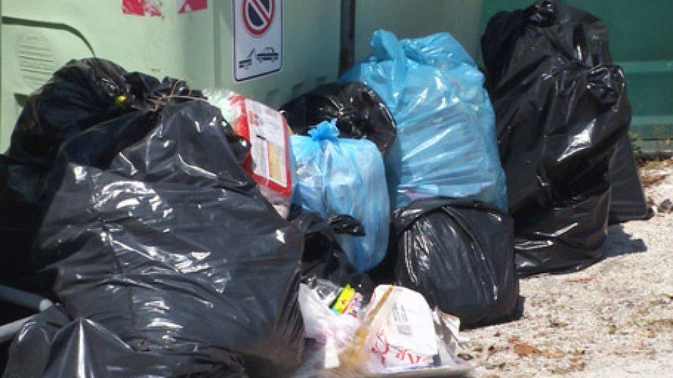 Rifiuti fuori dal bidoniBasta sprechi di plastica: a San Marino si lavora per ridurne l'uso