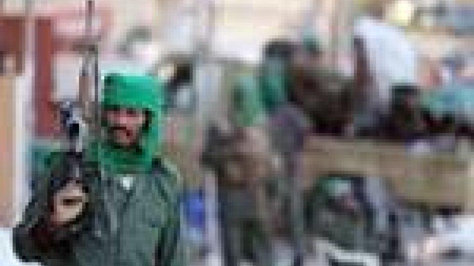 Libia: gaffe del regime. Cronisti trovano foto di torture