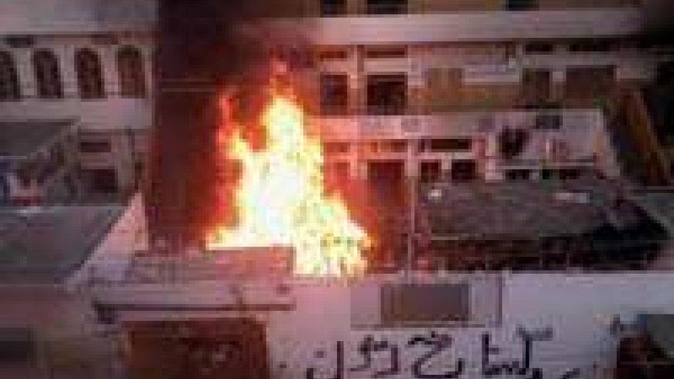 Pakistan: attentato kamikaze, morti e feriti