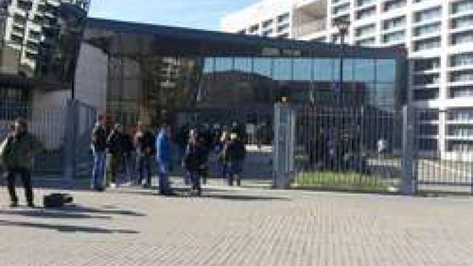 Tribunale di RiminiGessica Notaro oggi in tribunale protegge viso e privacy