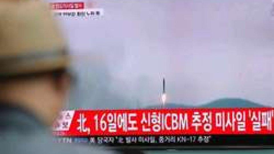 Corea del Nord: fallisce il test missilistico