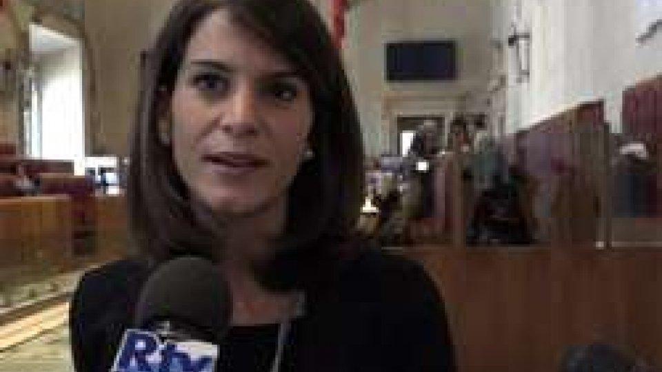 """Michela Di BiaseRoma, in consiglio la sindaca Raggi attacca il Pd: """"Invece di distruggere pensate a lavorare"""""""