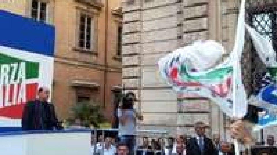 Manifestazione pro Berlusconi: persone in lacrime dopo discorso ex premier
