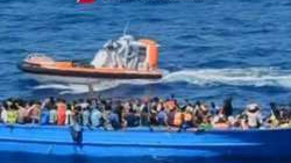 51 profughi morti nella stiva
