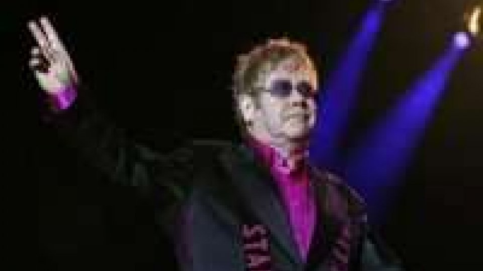 Cina: Elton John dedica il suo concerto al dissidente Ai Weiwei