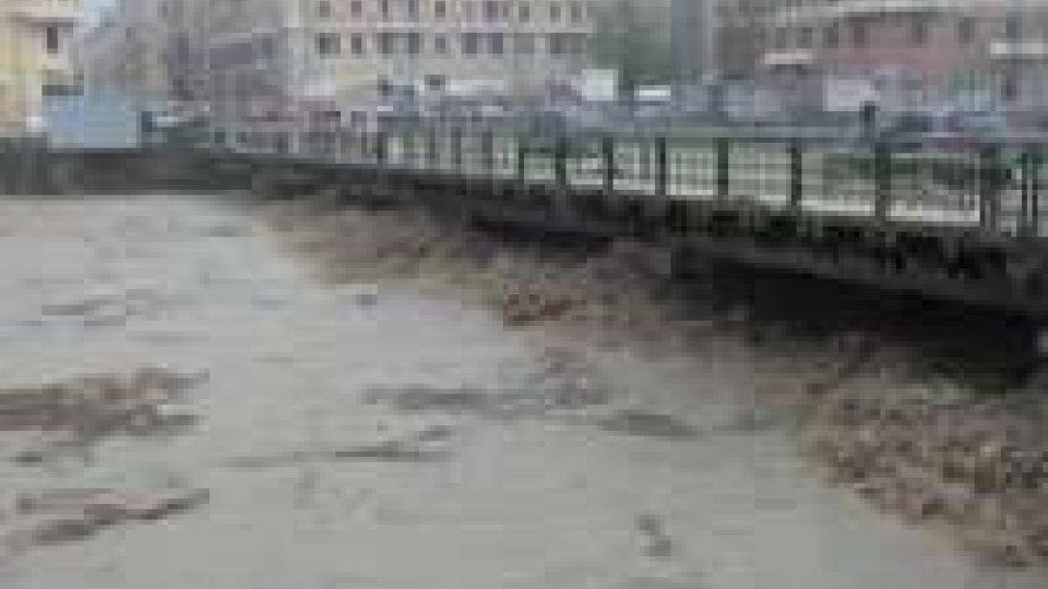 Maltempo: Genova sempre più allagata, disperso un uomo