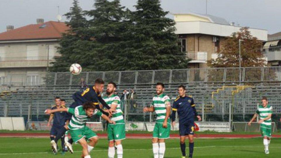 Santarcangelo AvezzanoUn rigore regalato non basta al Santarcangelo: 1-1 con l'Avezzano